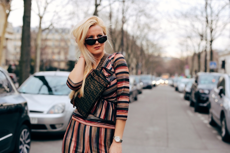 paris fashion week streetstyle streifen look in gold bronze braun ana alcazar
