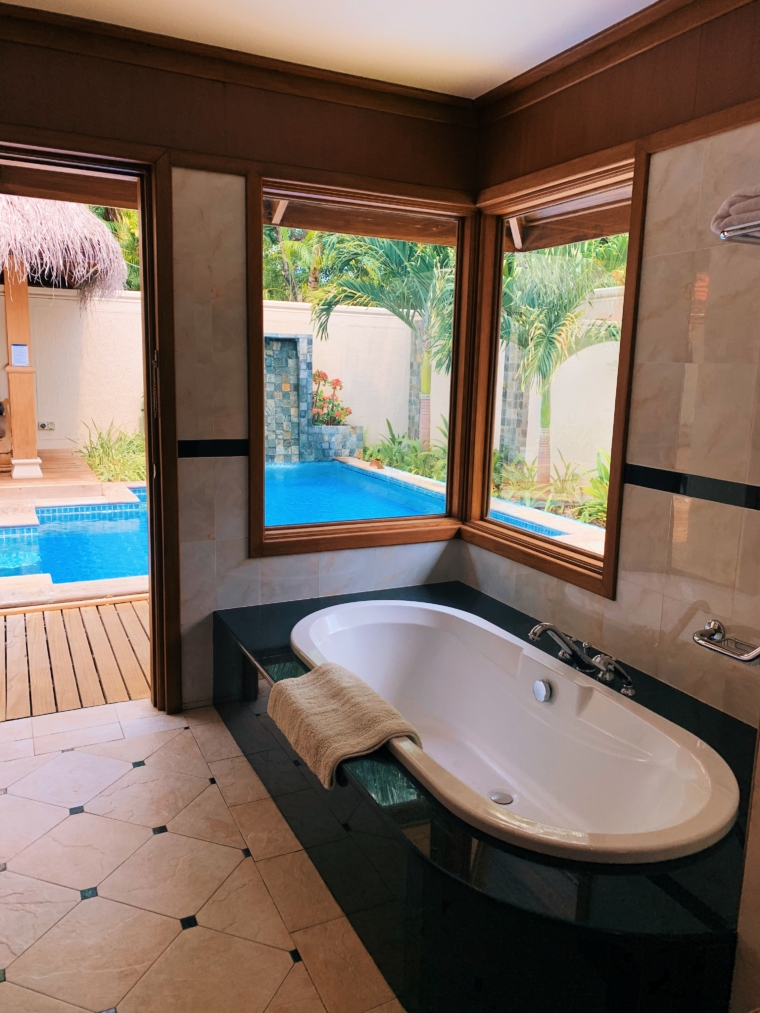 kurumba maldives Deluxe Pool Villa bathroom