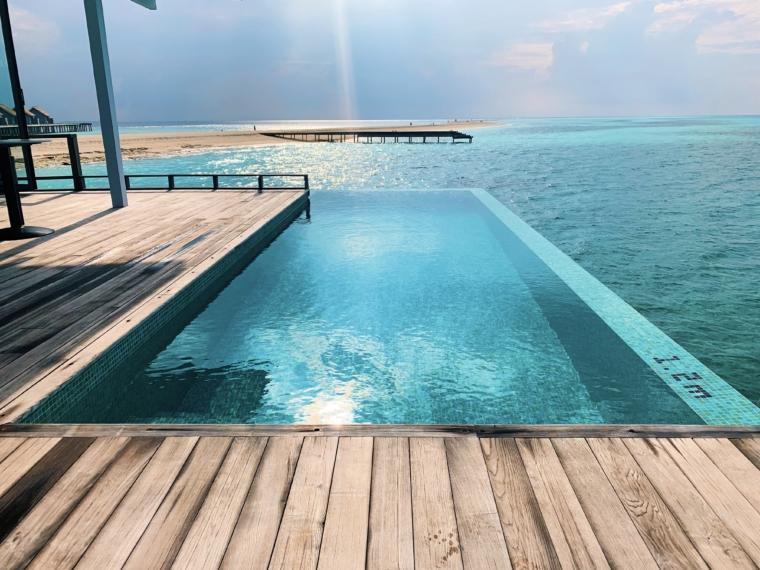 Kuramathi Maldives villa pool