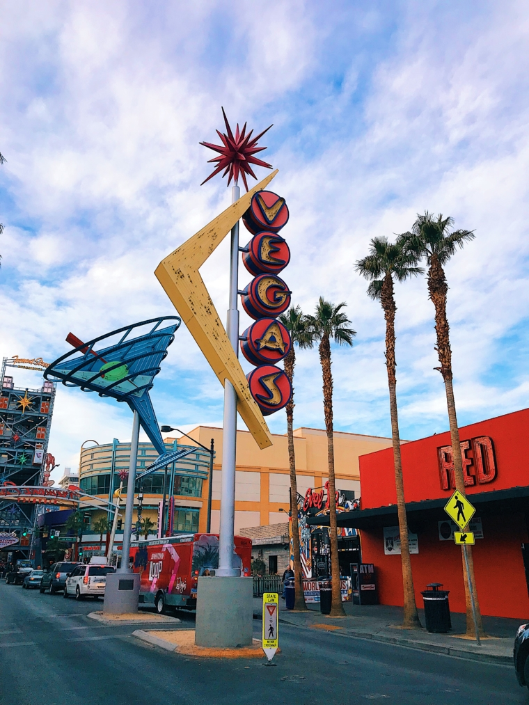 las vegas old sign light