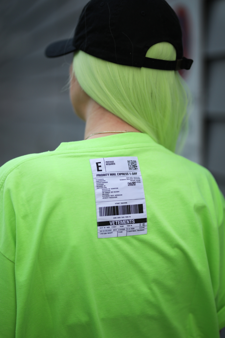 vetements nein green t shirt streetstyle