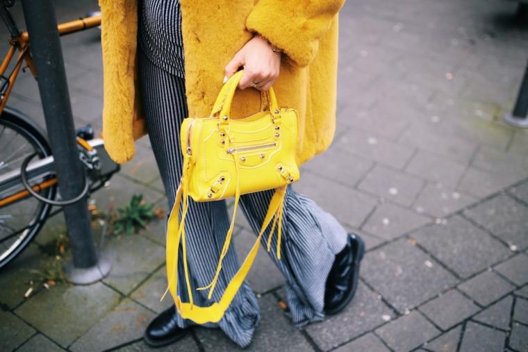 yellow balenciaga classic mini city bag tasche