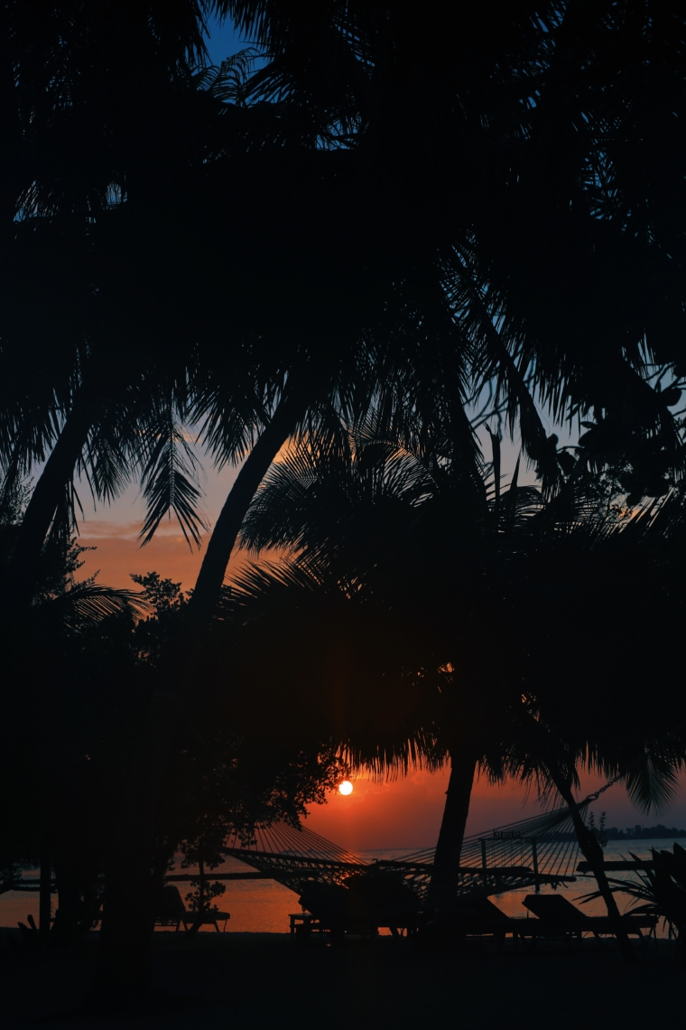 kurumba maldives sunset sundowner