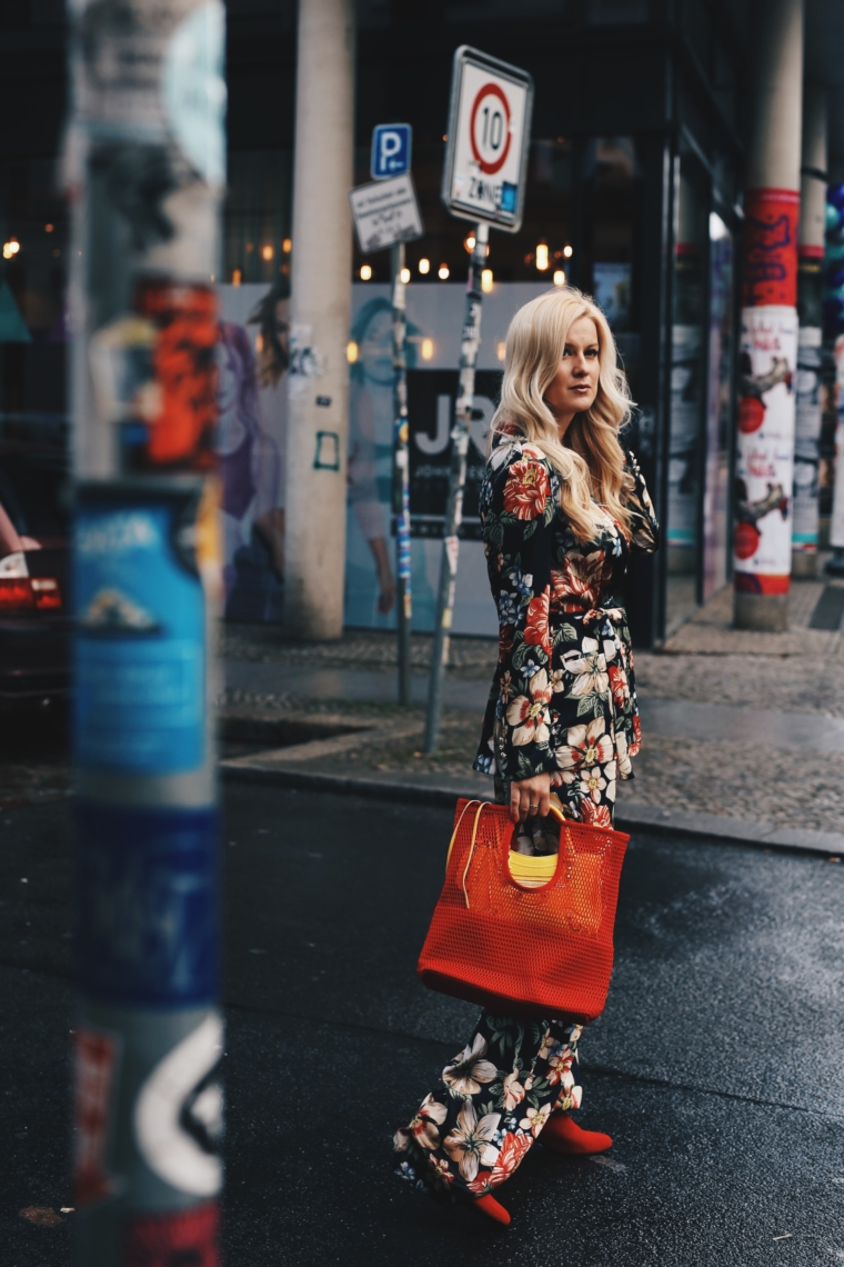 berlin fashion week best streetstyle floral flower print suit