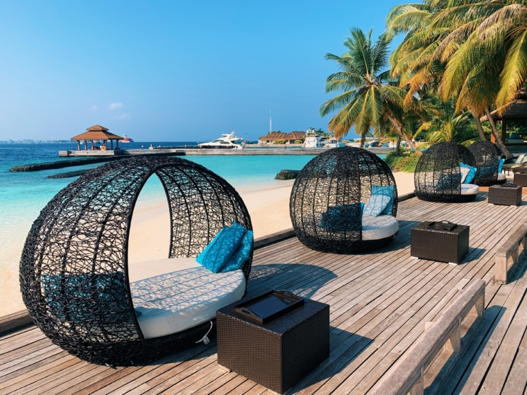 pool & beach club kurumba maldives