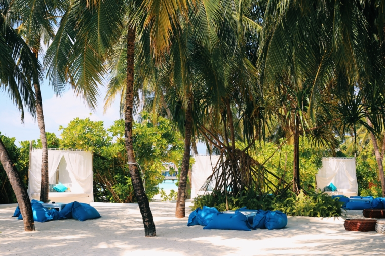 pool beach Velassaru Maldives