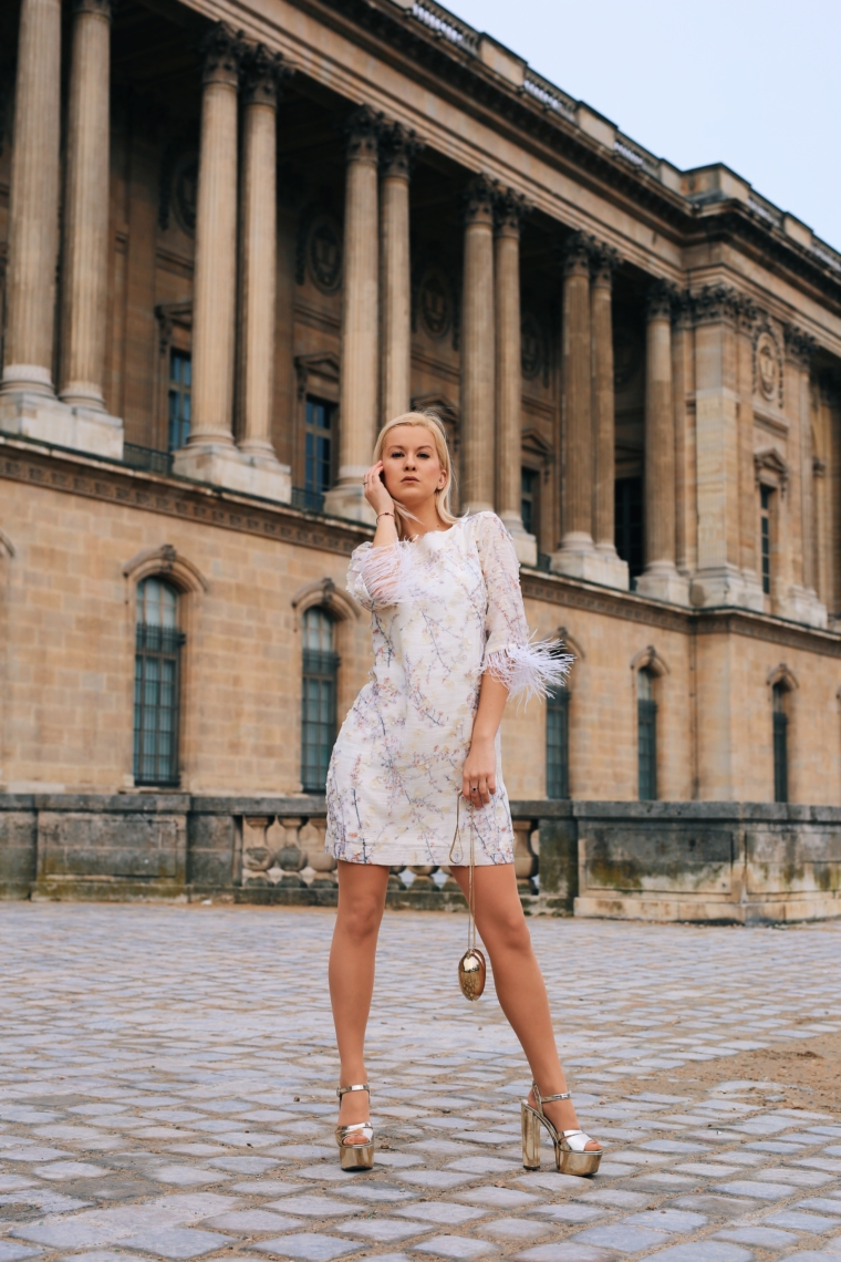 paris fashion week streetstyle 2018 feather dress Arise your Senses ana alcazar palina kozyrava