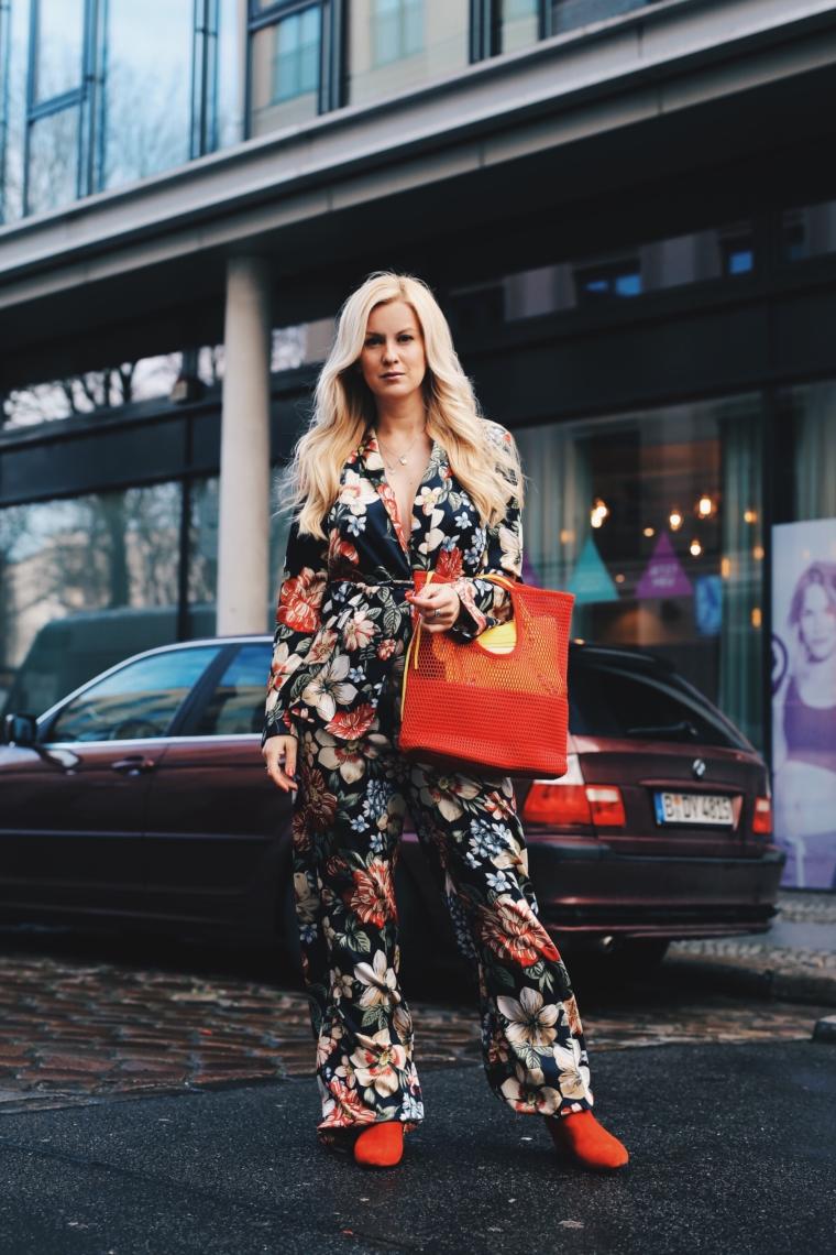 berlin streetstyle blumenprint anzug seide trend print set