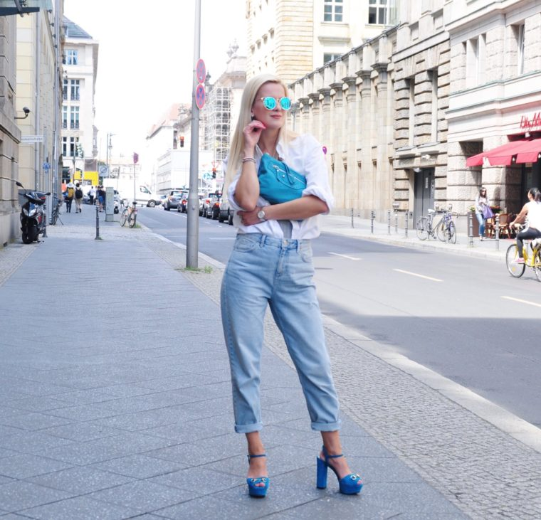 mom jeans vintage white shirt streetstyle