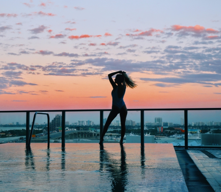 me miami downtown hotel pool view sun set