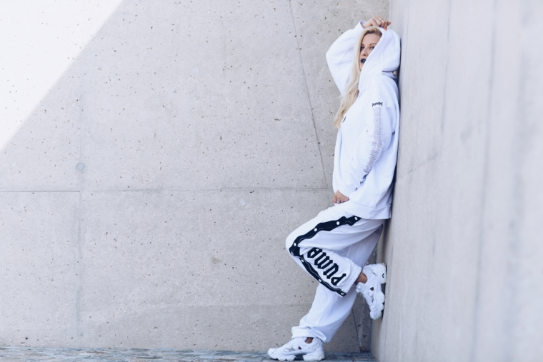 urban streetstyle in white off white vetements yeezy style fenty puma rihanna sweat pants hoodie purpore tour justin bieber