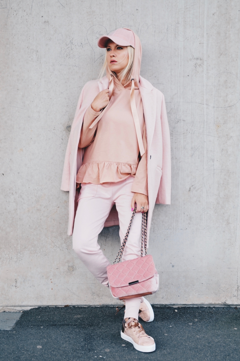 rosa pink ton in ton look outfit reserved trend 2017
