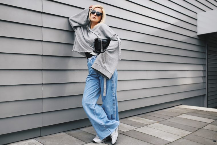 reserved xxl grey sweatshirt with flared jeans from pull & bear