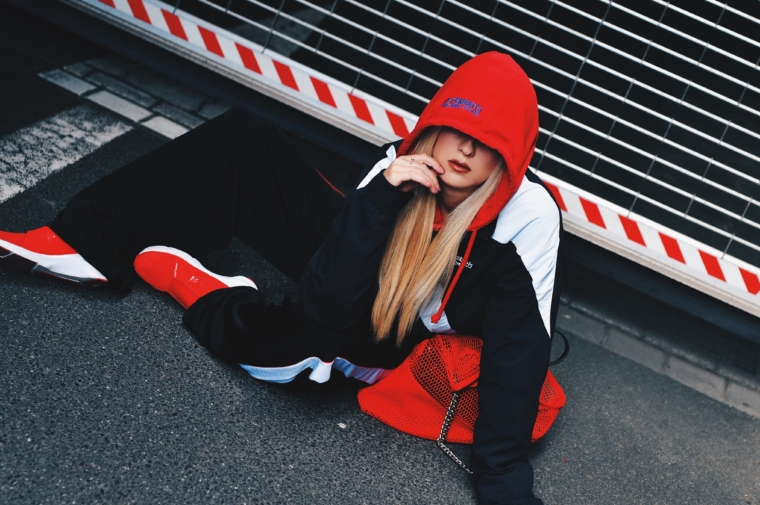 vetements reebok streetstyle paris london new york milano fashion week must have hoodie 2017 2018 red with black & white