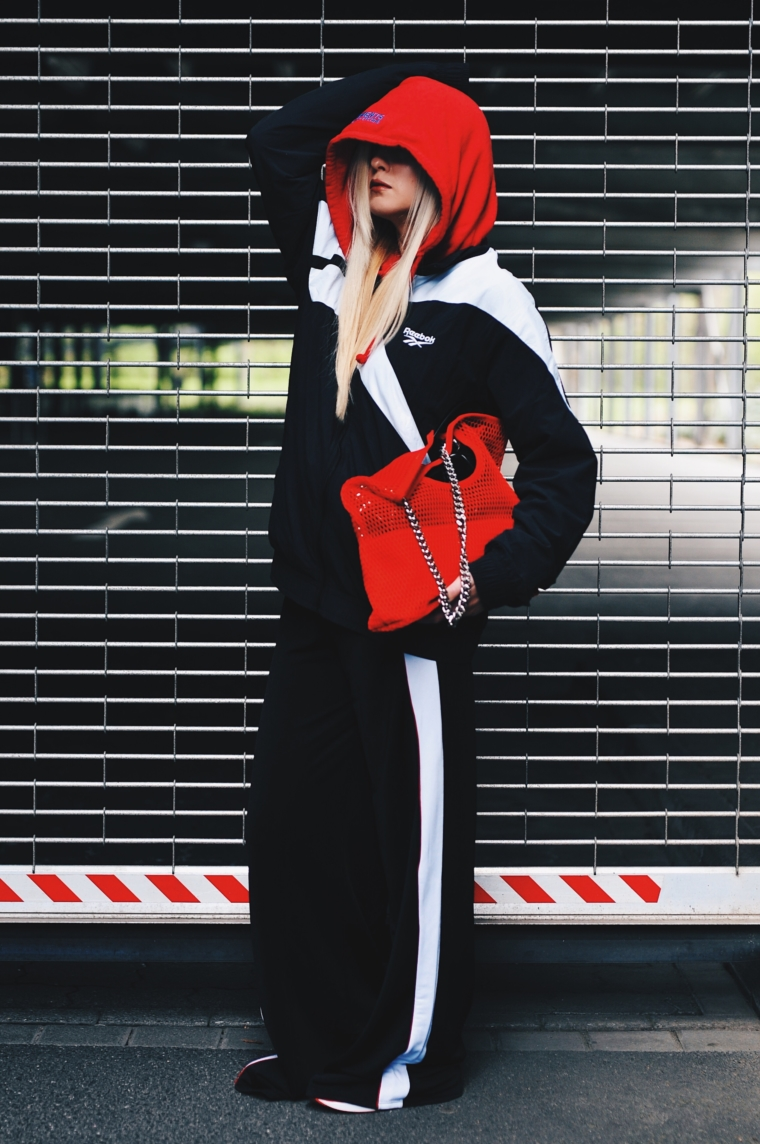 must have sporty urban streetstyle look vetements track pants sweat hoodie red black