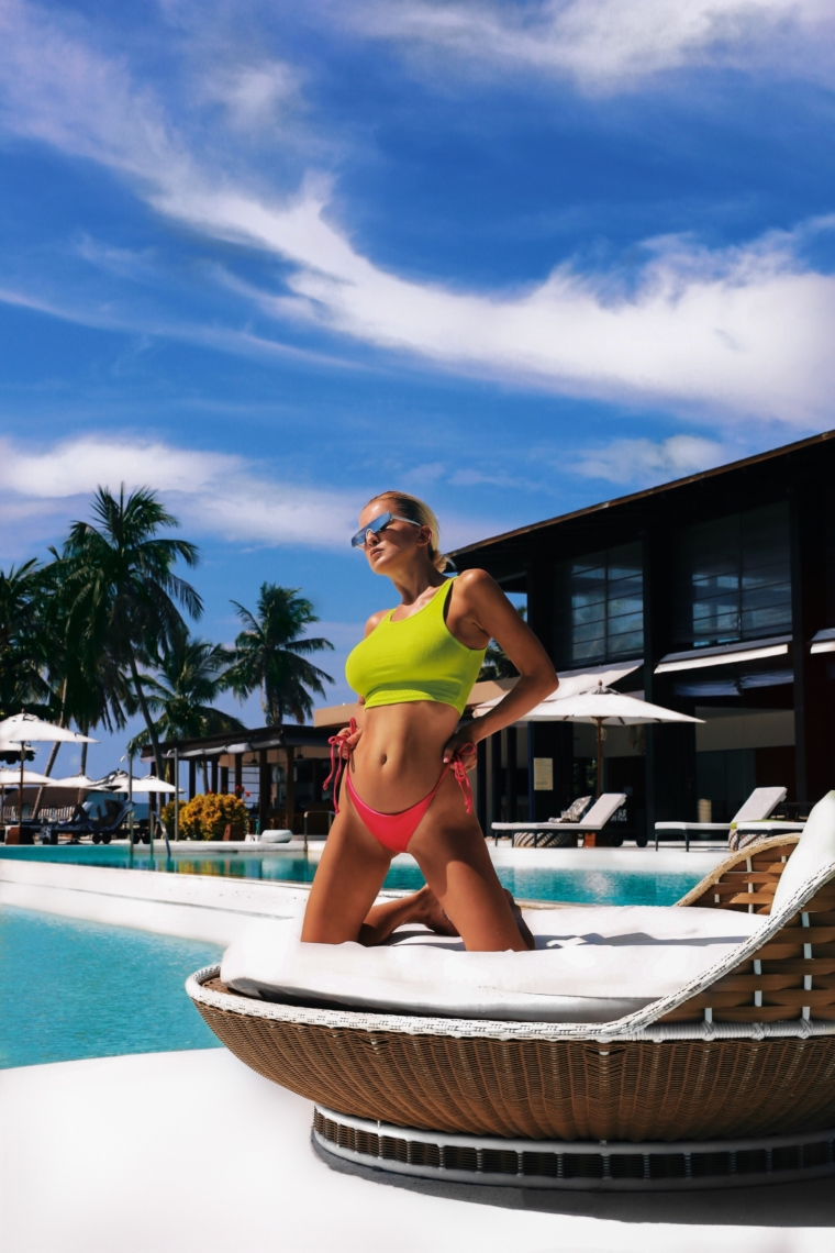 westin maldives travel fashion blogger pool