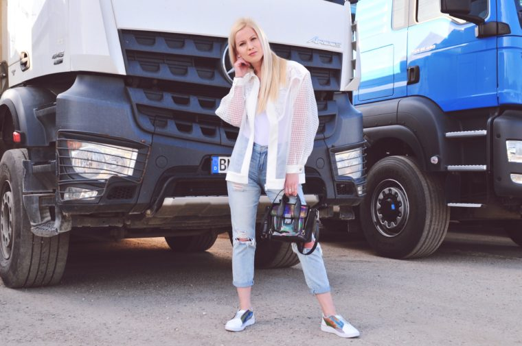 casual perfect every day look ripped jeans bomber jacket