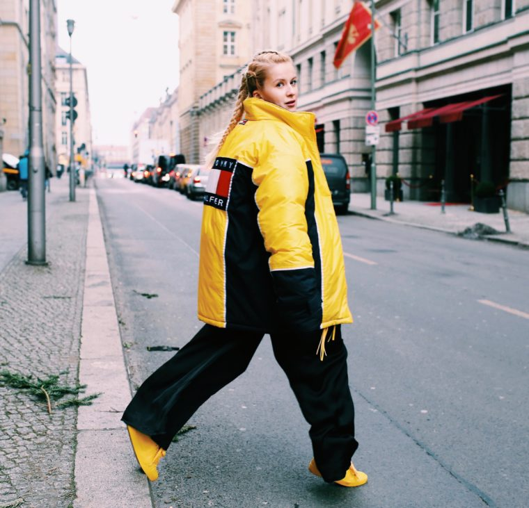 gelbe vintage xxl oversized daunenjacke tommy hilfiger 80er style berlin